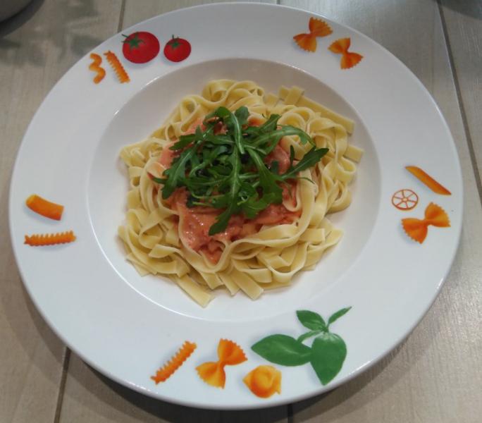 Nudeln mit scharfer Tomatensoße &Rucola