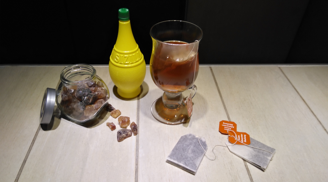 Schwarzer Tee mitZitrone